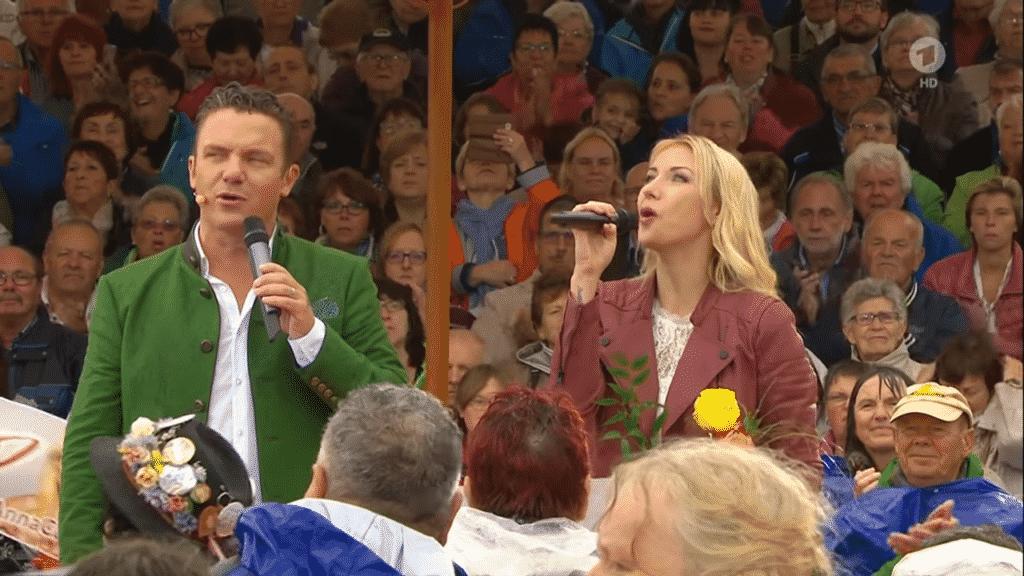 """Anna-Carina Woitschack & Stefan Mross gemeinsam bei """"Immer wieder sonntags"""" in der ARD!"""